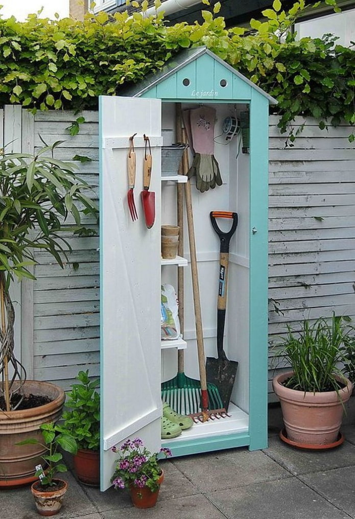 Домик для садового инвентаря