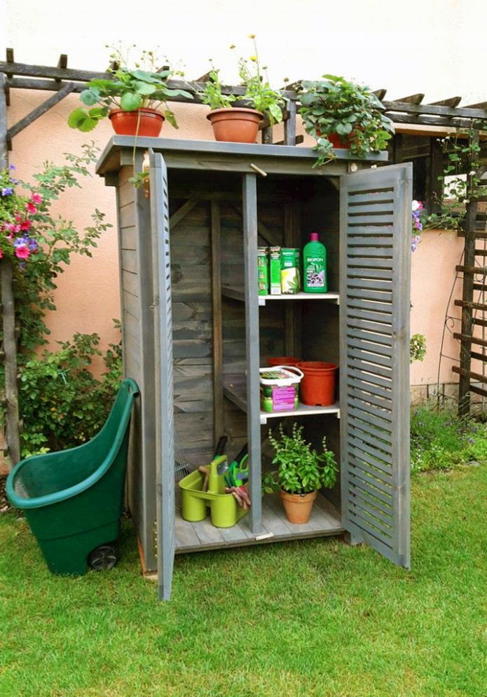 Шкаф для садовых инструментов