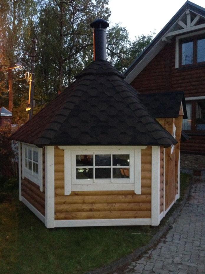 гриль-домик в саду