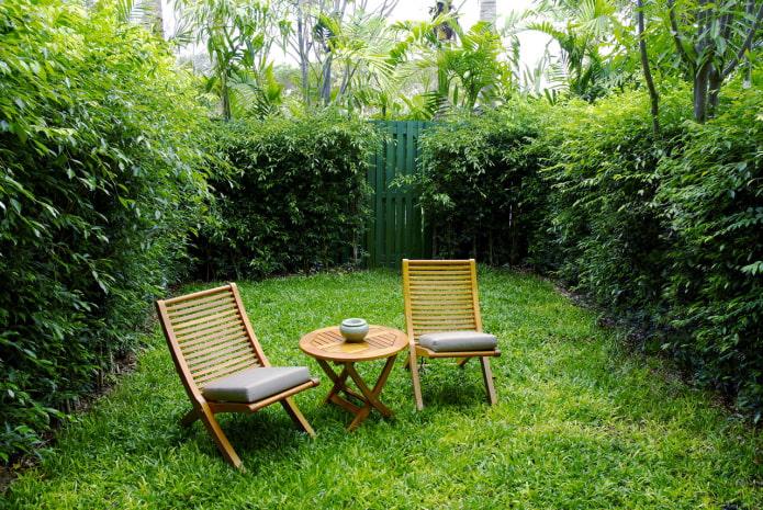 зеленая комната в саду