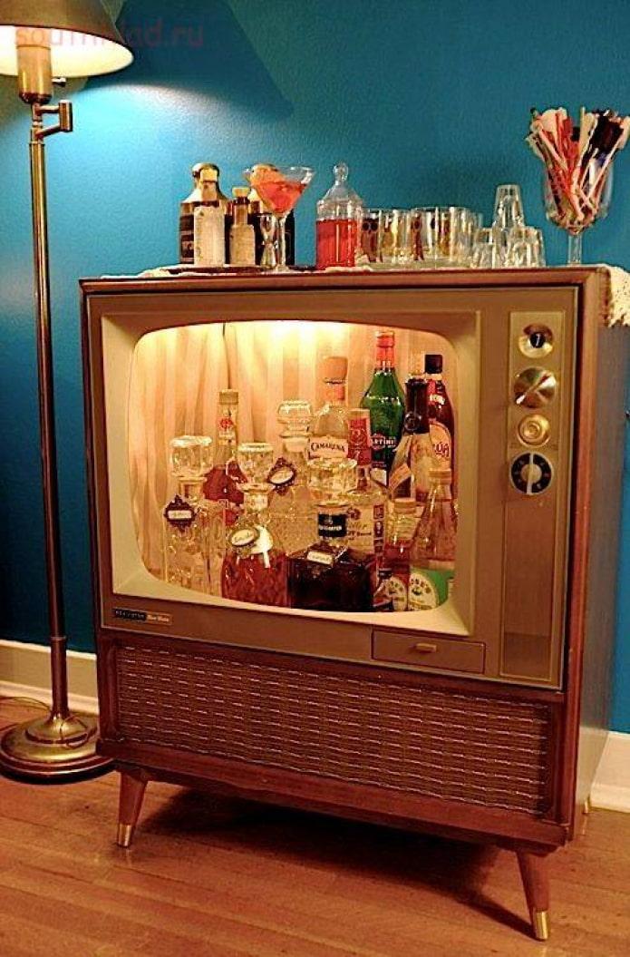 Мини-бар из ретро-телевизора