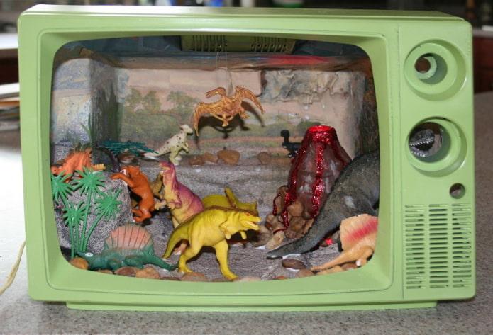 Детская поделка в телевизоре