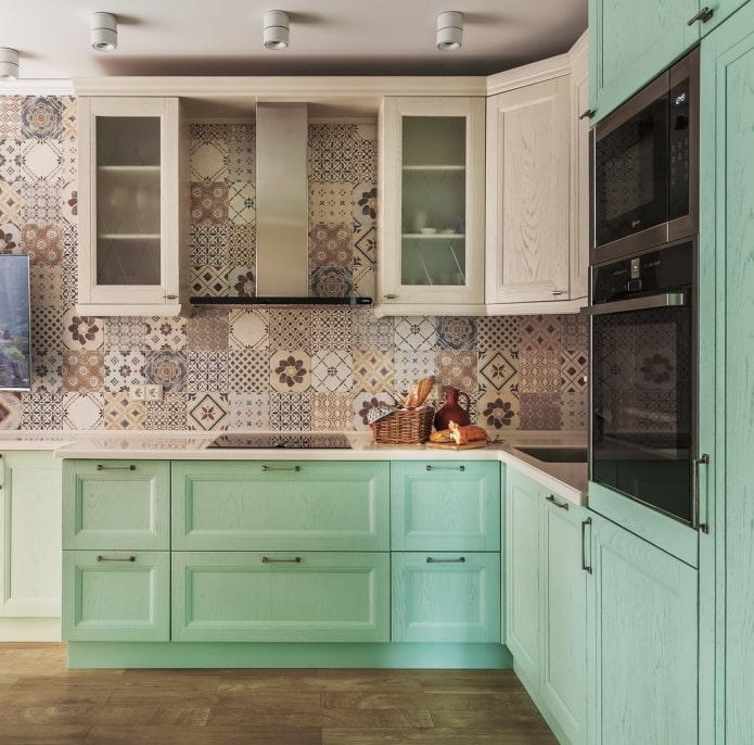 двухцветная мятная кухня