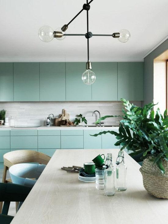 минималистичная цветная кухня