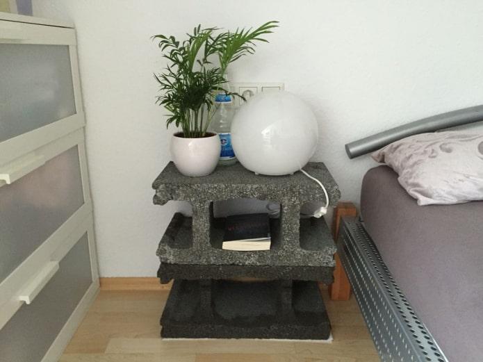 тумба из бетонных блоков