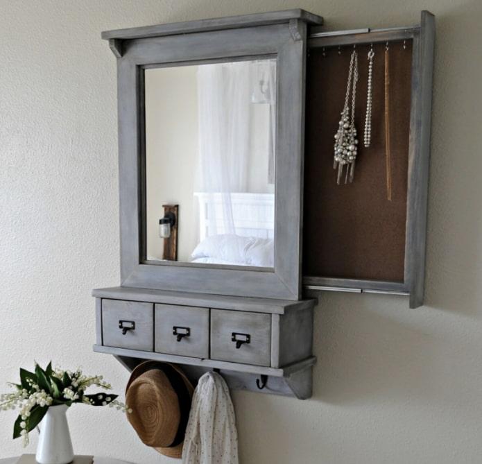 подвесной шкафчик с зеркалом
