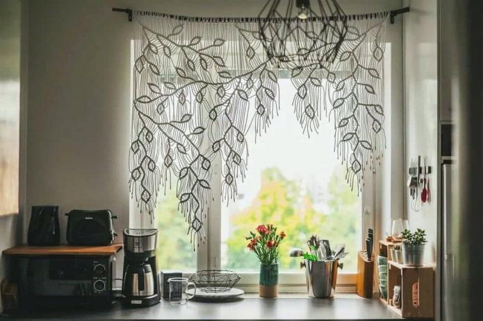 Макраме на окне