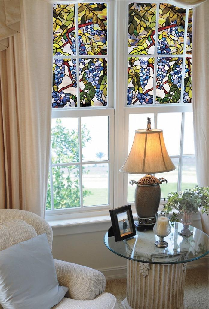 Витражная плёнка на окнах