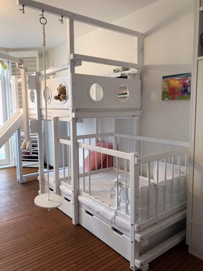 кроватка в детской для старшего