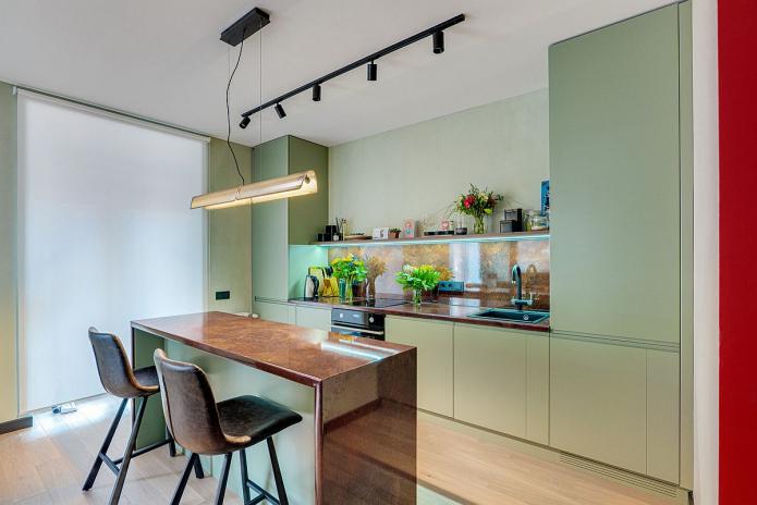 кухня с матовыми зелеными фасадами