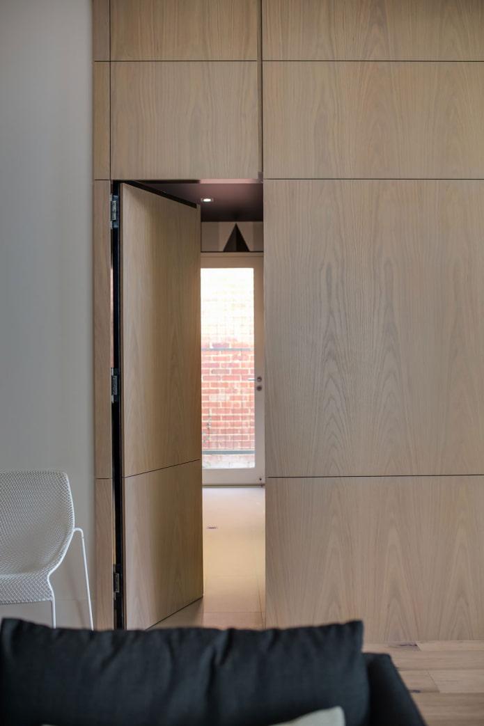 деревянная скрытая дверь