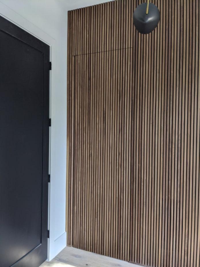 маскировка двери в интерьере