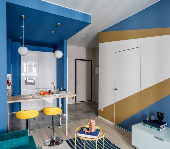 покраска двери в цвет стен