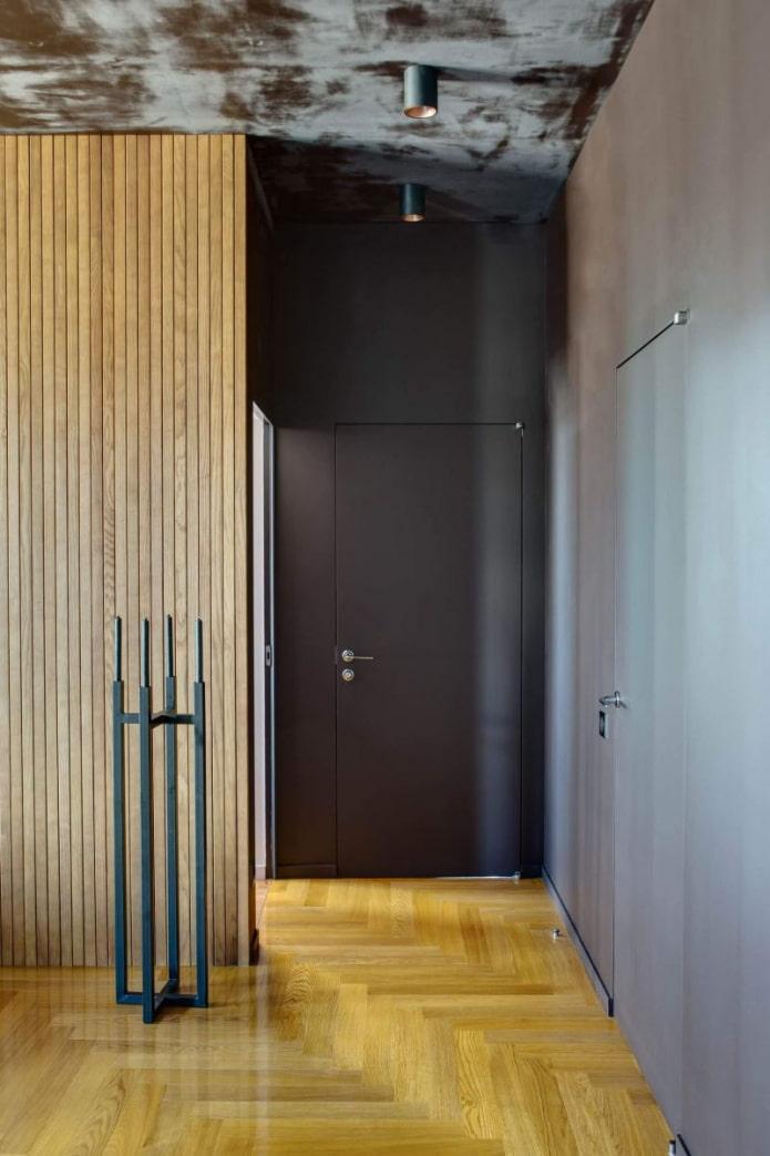 коридор с потайными дверями