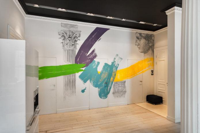 рисунок на стене и скрытые двери
