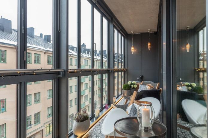балкон в черном цвете