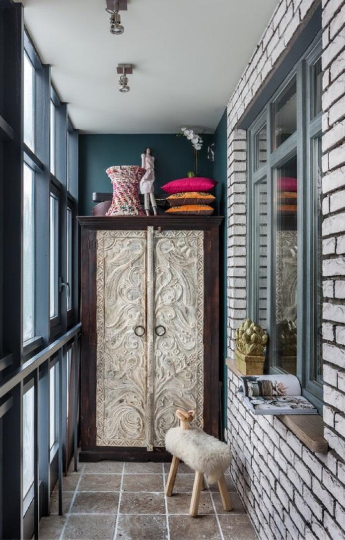 балкон в стиле фьюжн