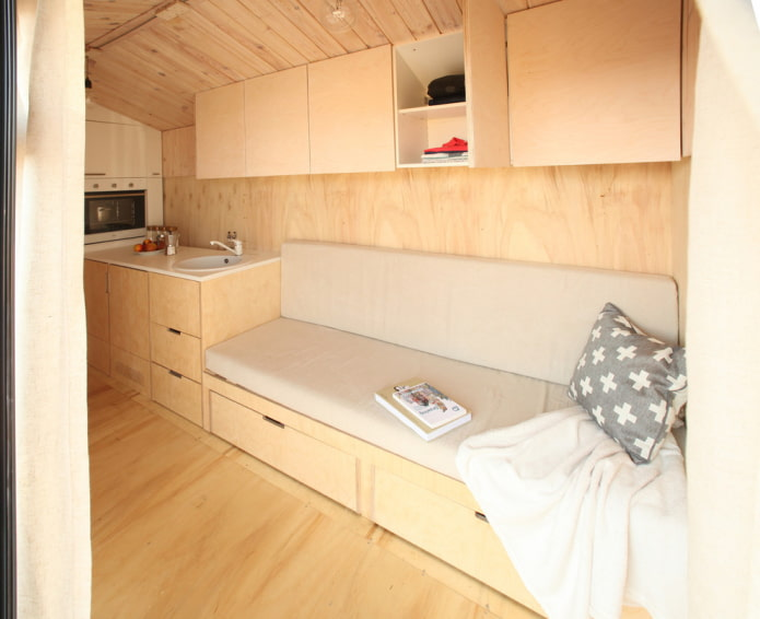 Диван-шкаф в мини-кухне