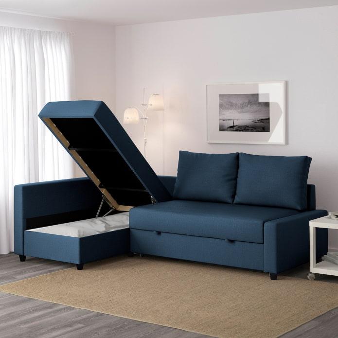 темный угловой диван