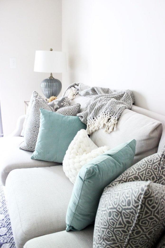 подушки для светлого дивана