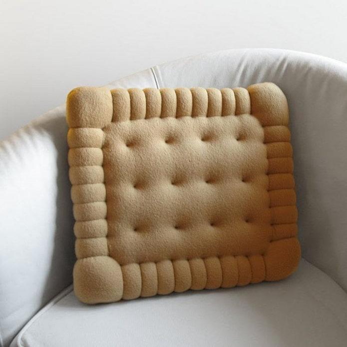 необычная подушка в виде печенья