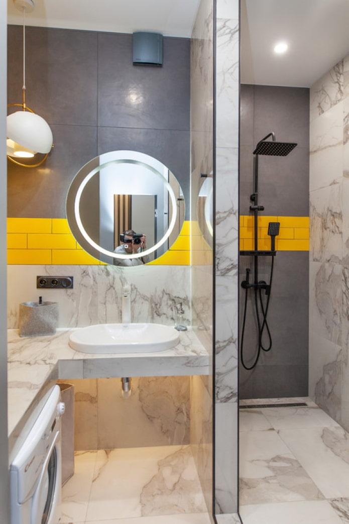 желтые акценты в ванной