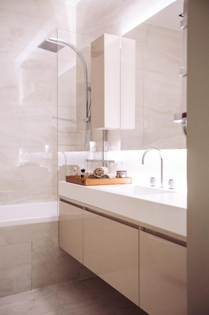 бежевый глянец в ванной