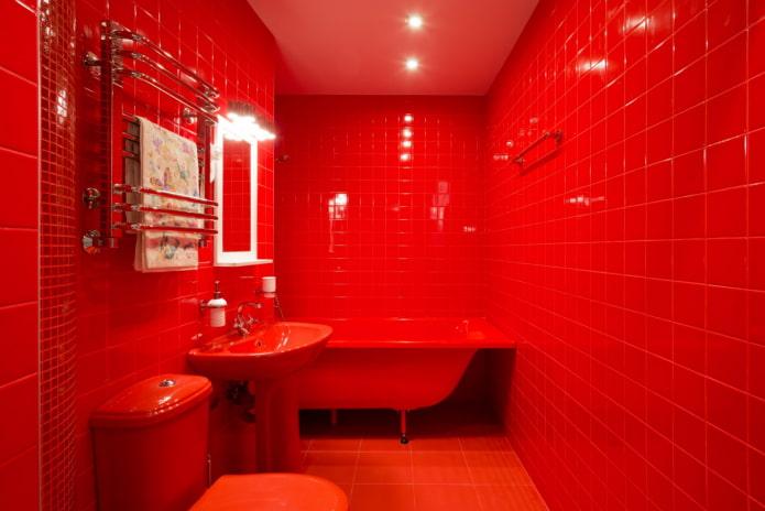 полностью красная ванная