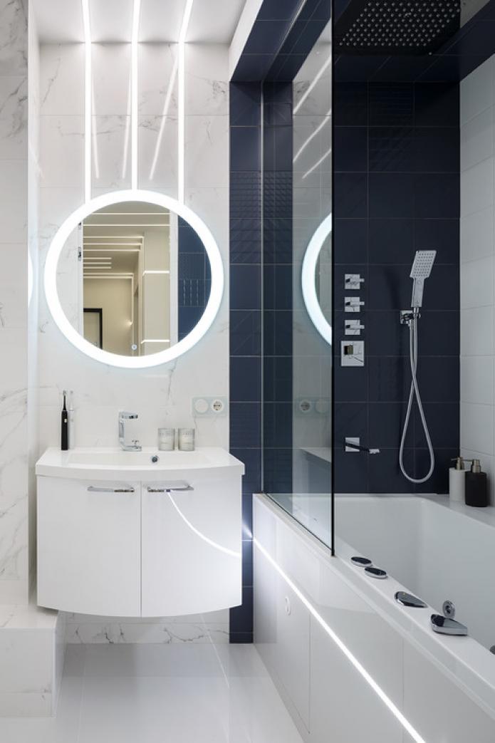 зеркало с подсветкой над раковиной