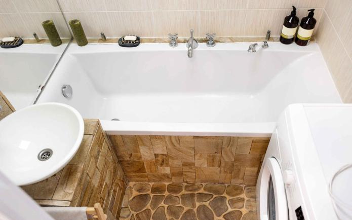 кран по центру ванны