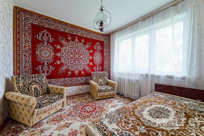 Зачем в СССР вешали ковры на стену – 5 интересных доводов