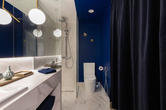 синий цвет в ванной