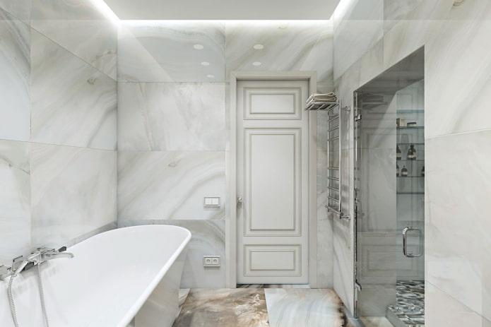 мрамор на стенах ванной