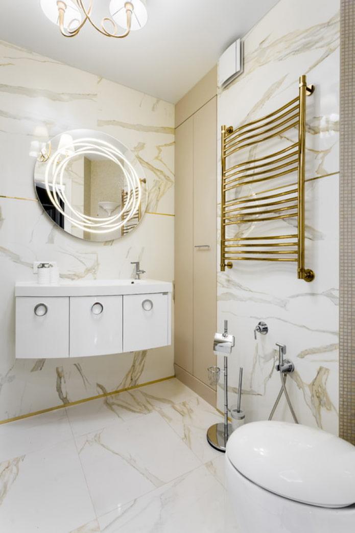 бронзовый полотенцесушитель в ванной