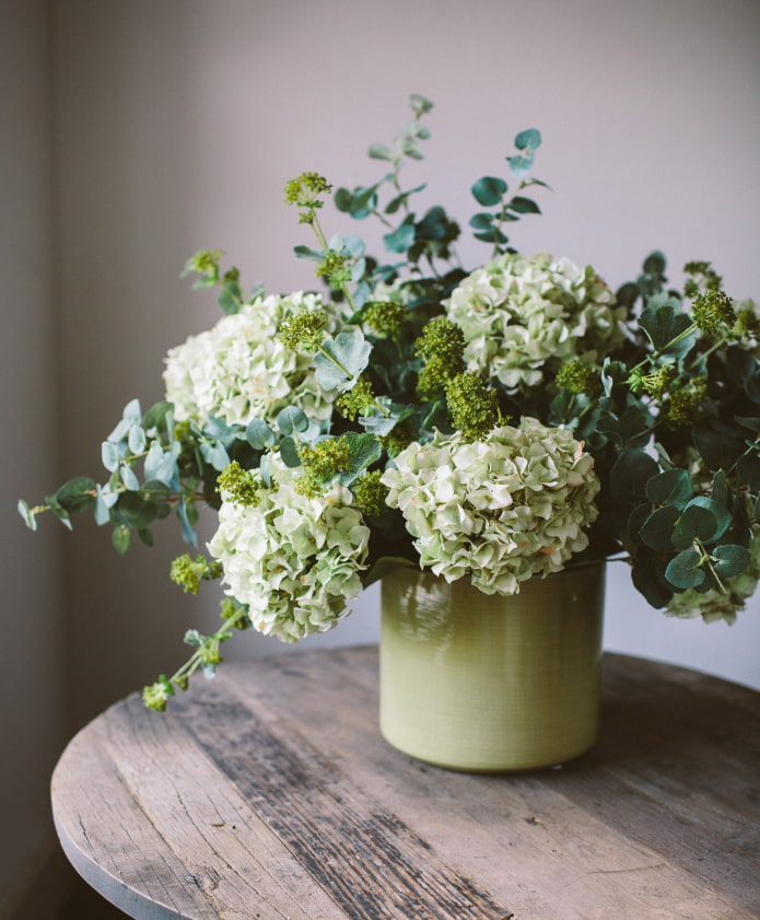 Искусственные цветы в интерьере – 10 за и против, идеи оформления
