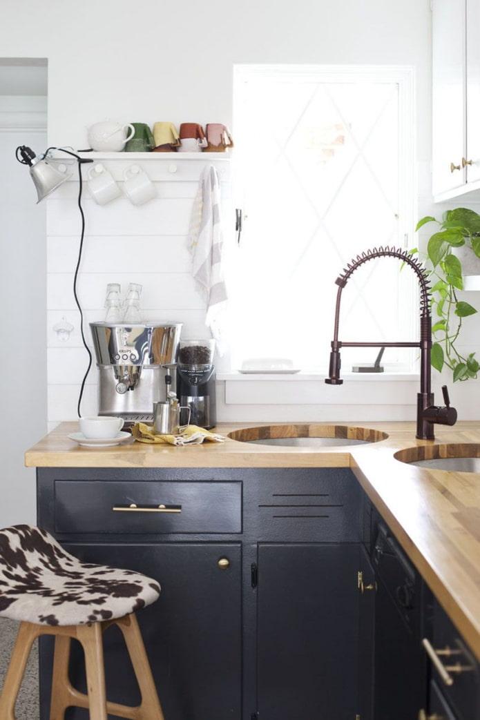 две круглые раковины на кухне