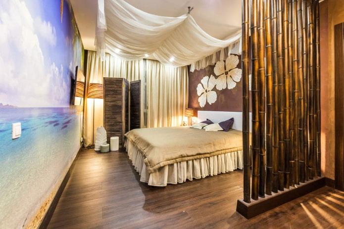 зонирование спальни бамбуком