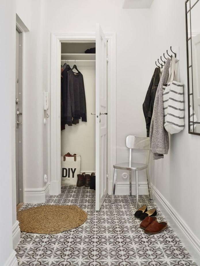 плетеный коврик в коридор