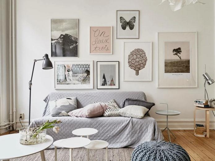 Постеры на стене