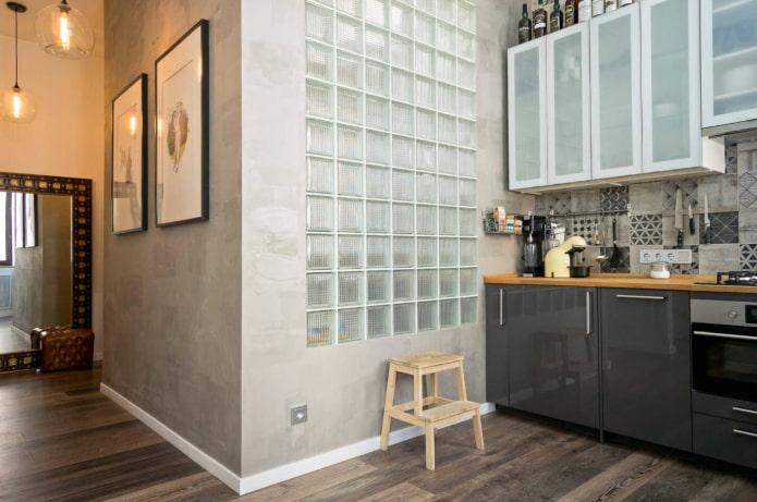 стеклоблоки между кухней и ванной