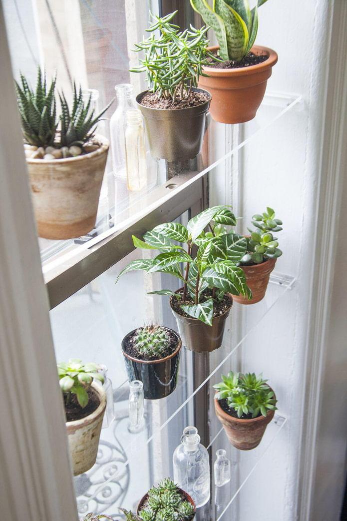 полки на окне для цветов