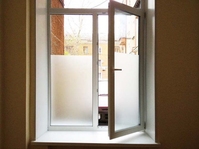 5 действенных способов закрыть окна на первом этаже от посторонних взглядов