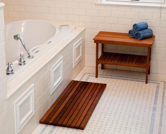 деревянный настил в ванную