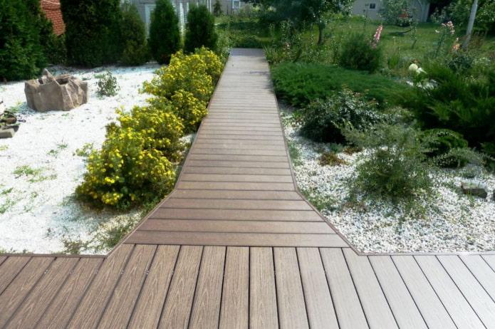 садовые дорожки из террасной доски