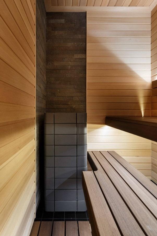 отделка зоны с печью в бане