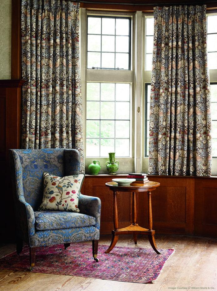 шторы в гостиную в британском стиле