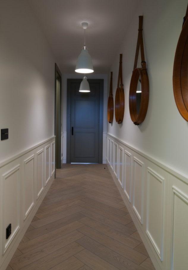 как оформить узкий коридор