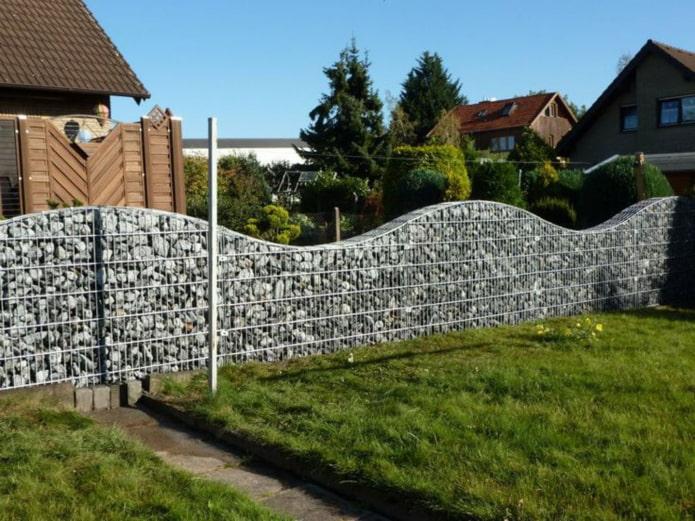 красивый забор из габионов