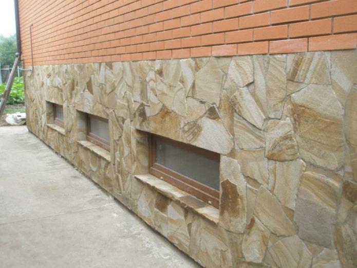 укладка натурального камня на фасад
