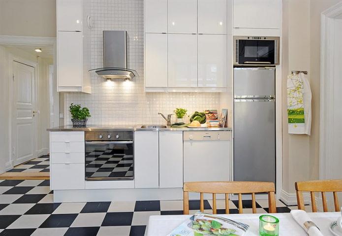 микроволновка и холодильник одного цвета